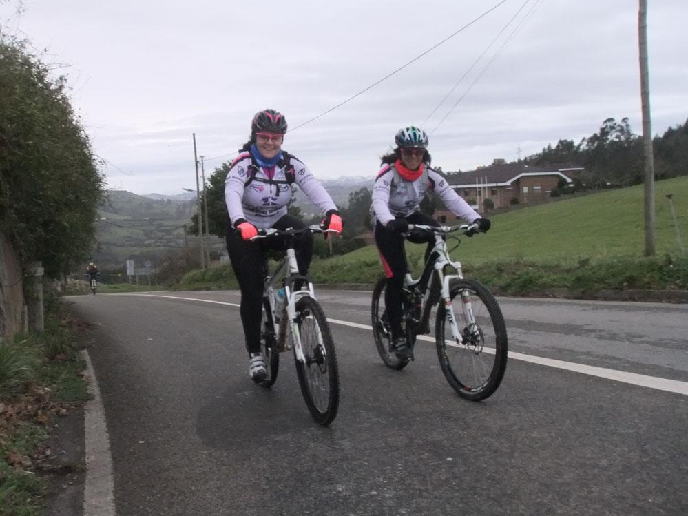 Rosa y Sandri llegando a El Escamplero